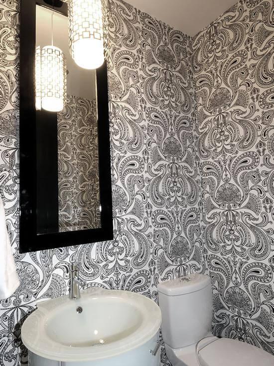 Ванная комната с обоями
